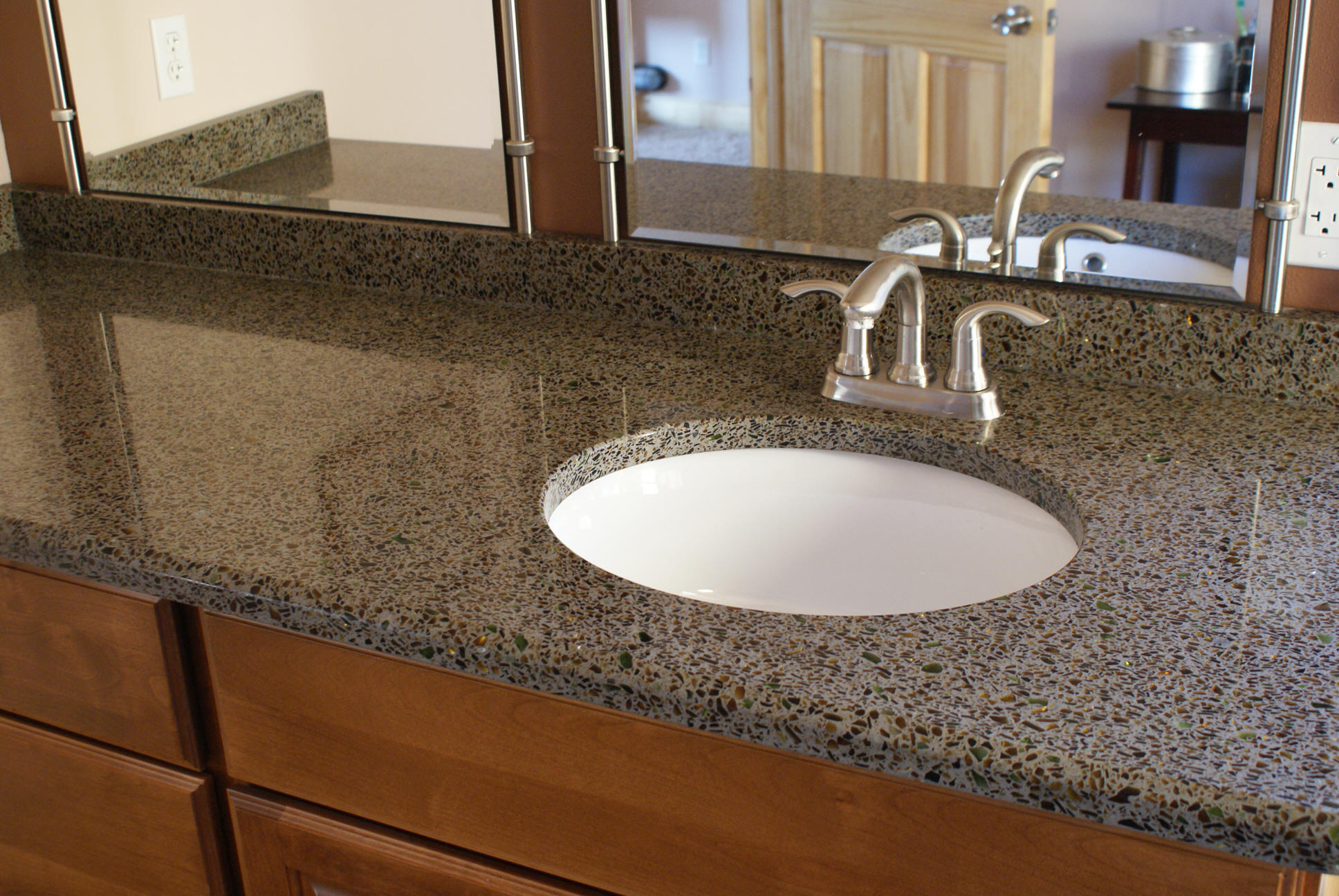 Types of countertops for bathrooms - Side Stone1